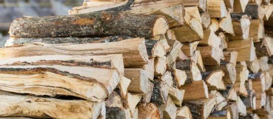 Choisir ses bûches de bois compressé